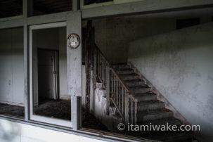 石川県で棺桶製造工場の廃墟を見る。これが大人の社会見学や